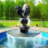 В Тайшете посредь зимы решили усовершенствовать фонтан и взбаламутили горожан