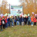 Ученики усть-кутского лицея установили баннер с информацией о памятнике природы в Тайшетском районе