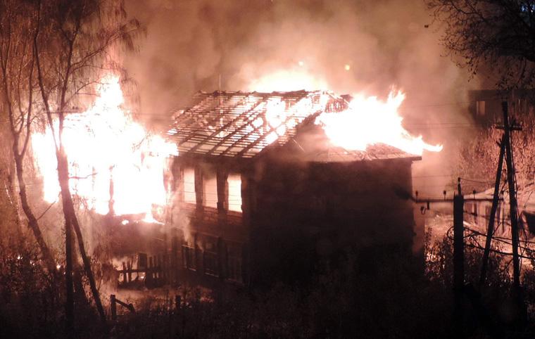 В Тайшете на «Стройучастке» сгорел двухэтажный дом
