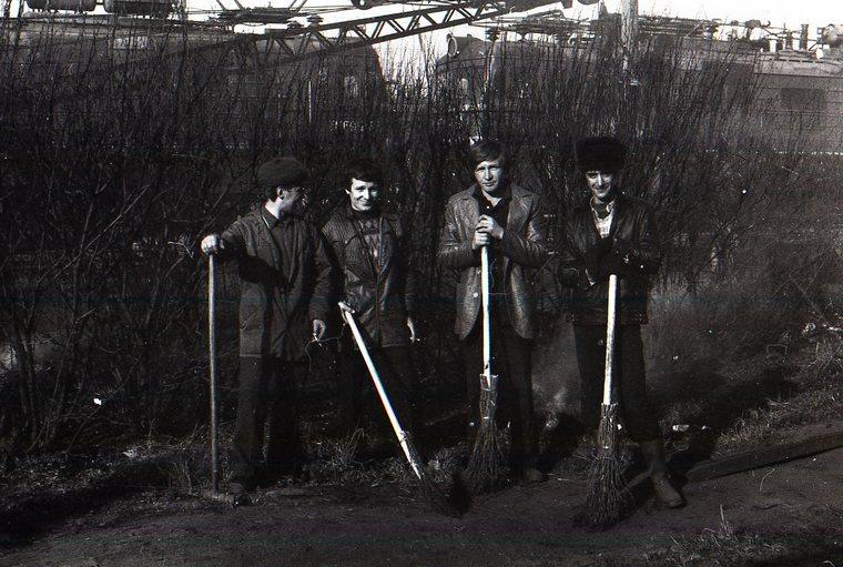 второй слева Лифантьев Александр Петрович