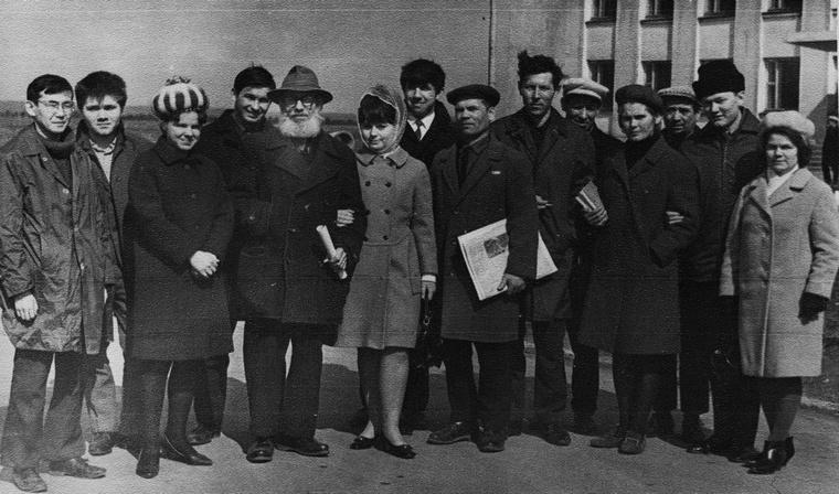 Пятый слева, с окладистой бородой селькор из п. Шиткино Янковский Константин Дмитриевич.